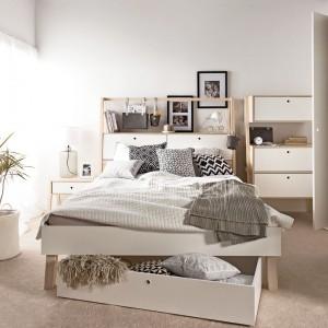 Sypialnia Spot marki Vox powstała z inspiracji funkcjonalnością - trybutem najbardziej cenionym przez Skandynawów. Duża ilość szafek i szuflad wzbogaca prostą formę mebli, a przy tym pozwala zagospodarować nawet niewielką przestrzeń. Fot. Meble Vox.