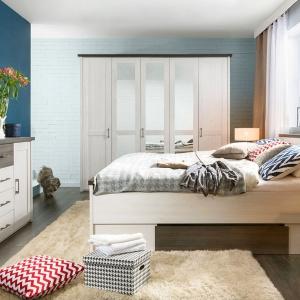 Sypialnia Luca to przede wszystkim prosty design mebli, który będzie doskonałą propozycją dla zwolenników minimalistycznych wnętrz. Łóżko posiada praktyczną szufladę na pościel. Fot. Black Red White.