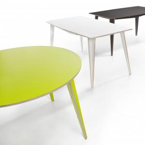 Czerpiący z polskiego wzornictwa lat 60-tych i 70-tych, stół Maciek to lekki wygląd i forma, której nietuzinkowe oblicze nadają wysokie, smukłe nogi. Mebel składa się z 9-ciu elementów i jest prosty w montażu. Fot. Tabanda.
