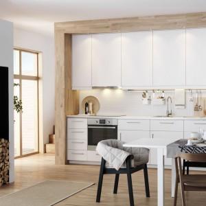 Aneks kuchenny: praktyczne meble na jedną ścianę
