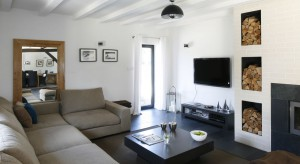 Jak urządzić salon w bieli i czerni? Zobaczcie pomysły architektów i projektantów wnętrz.