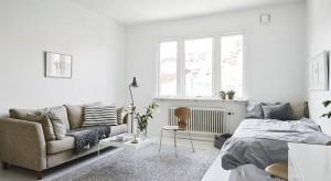 Niewielkie, zaledwie 37-metrowe mieszkanie zaskakuje przestronnością. Przekonajcie się, jak pięknie można urządzić małą kawalerkę.