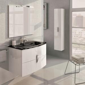 Kolekcja Round w kolorze white w połączeniu ze szklaną umywalką Leo w kolorze black. Fot. Elita.