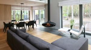 Drewniana podłoga to nie tylko piękny rysunek tego naturalnego materiału. To także niezwykły komfort użytkowania przez wiele lat.