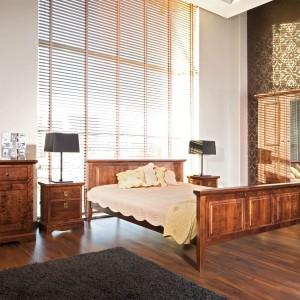 Eleganckie meble z kolekcji Savannah marki Matkowski Meble wykonane zostały z rodzimej brzozy. Wyrafinowane formy oraz widoczny rysunek drewna zapewniają sypialni piękny, a zarazem naturalny wygląd. Fot. Matkowski Meble.