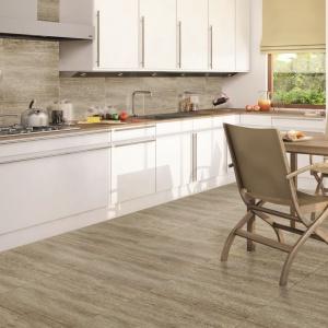 Seria płytek ceramicznych Cottage imituje wyglądem naturalne drewno, wprowadzając do przestrzeni kuchni i jadalni iście sielankową atmosferę wiejskiej chatki. Fot. Ceramstic.