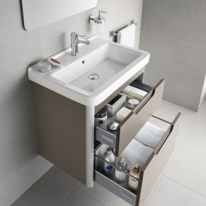 Szafka podumywalkowa z kolekcji Dama-N firmy Roca ma dwie pojemne szuflady. Fot. Roca.
