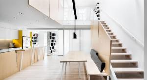 Wielopokoleniowy dom, który zamieszkuje trzecia już generacja tej samej rodziny, przeszedł niesamowitą metamorfozę, przemieniając się w ultra-nowoczesne wnętrze.