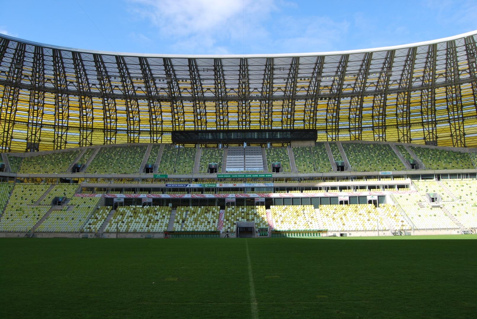 Na trybunach przewidziano ponad 42.000 miejsc siedzących (dokładna ilość zależy od rodzaju meczu) umieszczonych na różnych poziomach. Fot. PGE ARENA Gdańsk.