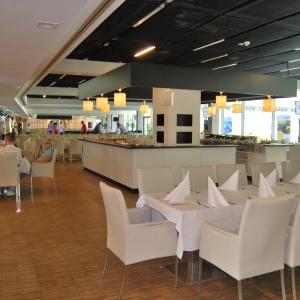 Przestrzeń komercyjno-handlowa zlokalizowana jest we wschodniej części obiektu na poziomie +1,75 m. Ma powierzchnię ok. 9.200 m2. Fot. Wojciech Figurski.