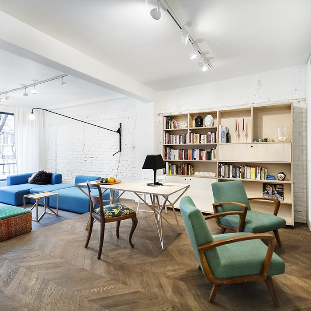 Nowoczesne mieszkanie: wnętrze w kolorach ziemi