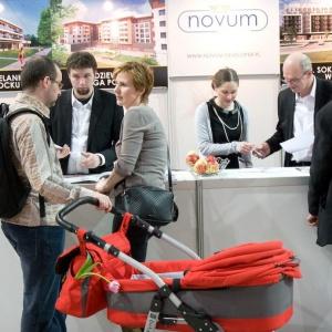 Znacząca część targowej oferty została przygotowana z myślą o nabywcach korzystających z programu Mieszkanie dla Młodych. Fot. Targi Nowy DOM Nowe Mieszkanie.