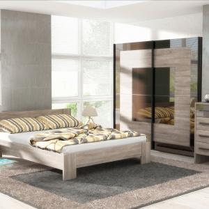 Kolekcja Izera to wygodne meble do sypialni w ciepłym odcieniu drewna Dąb Sonoma. Ciekawym elementem kolekcji jest szafa z szklanym wykończeniem imitującym lustro. Cena zestawu: 2.512 zł. Fot. FM Bravo