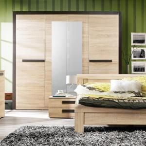 Sypialnia Latis jedna z nowości marki Forte. Kolekcja wyróżnia się ciepłym dekorem drewna. Niskie łóżko świetnie sprawdzi się każdej sypialni. Fot. Forte.