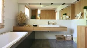 Nowocześnie, czyli zgodnie z najnowszymi trendami. Tak urządzona łazienka nie tylko zachwyca modną aranżacją, ale także funkcjonalnością.