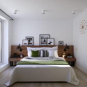 Zagłówek poprowadzony przez cała długość ściany to idealny pomysł na maksymalne wykorzystanie przestrzeni wokół łóżka. Zmieści się tu dużo elementów dekoracyjnych, jak również rzeczy osobistych. Projekt i wizualizacje: Alexei Ivanov i Pavel Gerasimov / Studio projektowe Geometrium.