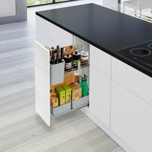 Wyciąg na produkty i akcesoria potrzebne podczas gotowania, z systemem cichego domykania. Fot. Peka.