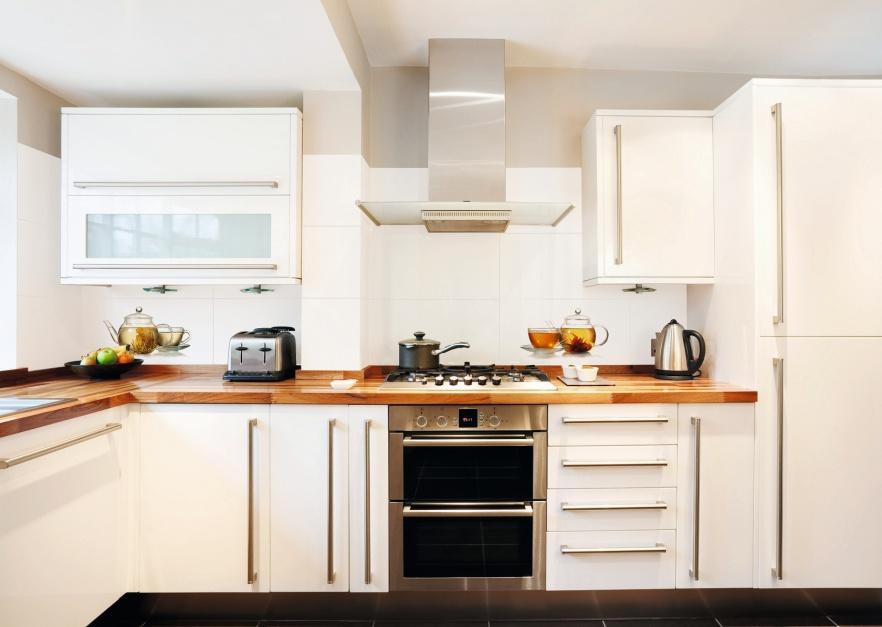 Lśniące białe płytki nad Ściany w kuchni Zobacz   -> Kuchnia Beżowe Plytki