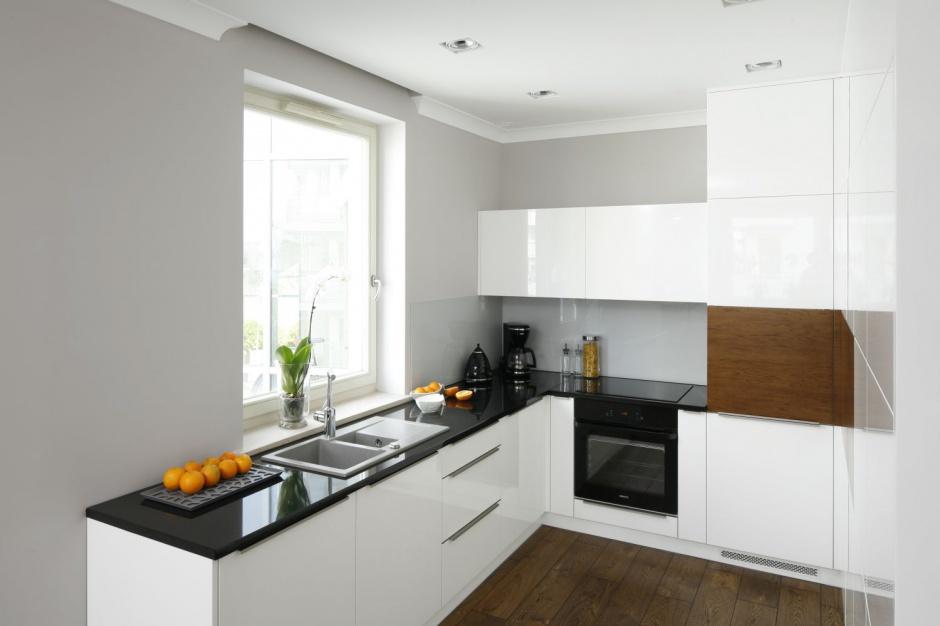 Wysoka zabudowa kuchenna Szare wnętrze małe mieszkanie w Gdyni  Strona 5