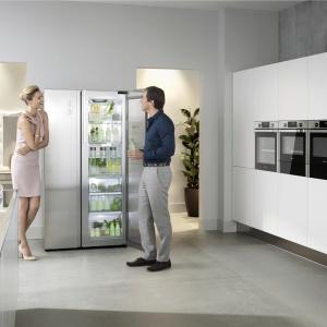 Innowacyjna lodówka Food Showcase mrki Samsung to przede wszystkim doskonała organizacja miejsca, wydajna praca i oszczędność energii. Cena: ok. 8.000 zł. Fot. Samsung.