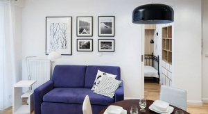 Małe mieszkanie urządzono w stylu eklektycznym łączącnowoczesność z tradycją.