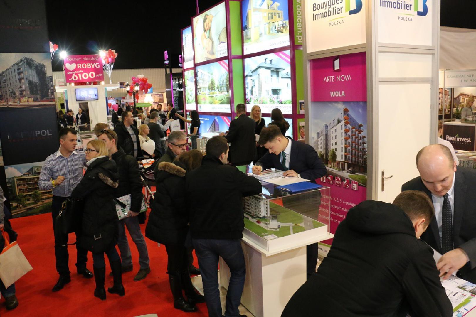 Podczas tegorocznej edycji targów swoją ofertę zaprezentuje kilkudziesięciu wystawców, poszukujący nowego mieszkania będą więc mieli z czego wybierać. Fot. Targi Mieszkań i Domów.