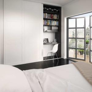 Wygospodarowanie miejsca do pracy w domu bywa problematyczne. Biurko można ukryć, np. w szafie w sypialni. Część szafy przeznaczyć na ubrania, zaś część na dokumenty i książki. Fot. HTH.