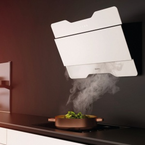 Magnus to przyścienny, dekoracyjny okap wyposażony w sensor zapachów, który automatycznie sterują zmianą biegów w zależności od ilości oparów. Fot. Ciarko Design.