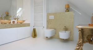 Biel jest nie tylko bardzo elegancka, ale też ponadczasowa. Świetnie sprawdzi się jako baza do aranżacji łazienek w każdym stylu.