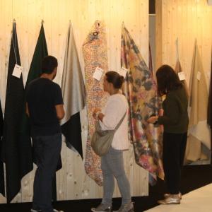 Na targach zaprezentowano bogatą ofertę tkanin obiciowych oraz dekoracyjnych. Fot. Alicja Pietrowska.