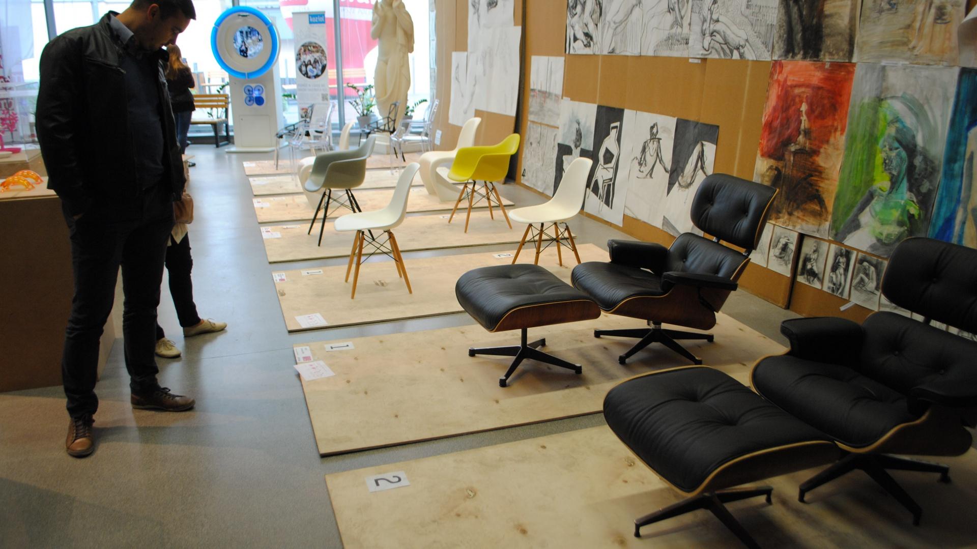 Podczas inauguracji wystawy organizatorzy chcieli pokazać dlaczego nabywanie oryginalnych produktów bardziej się opłaca. Wystawa powstała przy współpracy z Fabryką Form, Koziol Traum kugel oraz Vitrą. Fot. Piotr Sawczuk