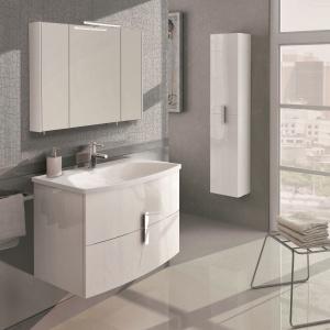Modne białe szafki w połysku to elementy kolekcji Round z oferty marki Elita. Fot. Elita
