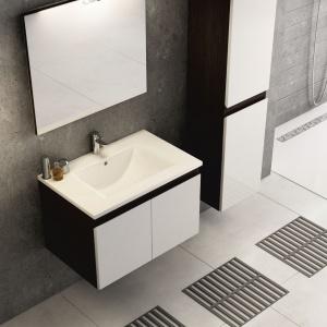 Ramos to m.in. szafki podwieszane z modnymi białymi frontami, dostępne w ofercie firmy Aquaform. Fot. Aquaform.