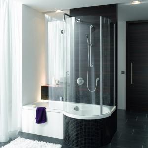 Z dużą, zaokrągloną przestrzenią prysznicową – wanna z kabiną Bettecora Ronda II firmy Bette. Fot. Bette.