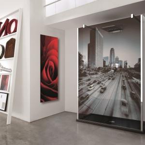 Z fotografią naniesioną na szkło – kabina In Art firmy Novellini. Fot. Novellini.