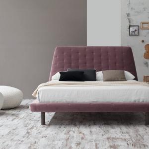 Łóżko Zoe Ego marki Bonaldo to model w modernistycznym stylu. Dostępny jest w wielu modnych kolorach. Fot. Bonaldo.