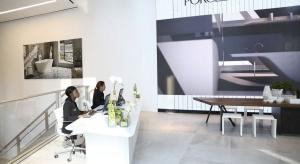 Norman Foster, słynny brytyjski architekt, który w 1999 roku otrzymał prestiżową w świecie architektonicznym Nagrodę Pritzkera, zaprojektował w samym sercu Manhattanu sklep dla hiszpańskiej Grupy Porcelanosa.