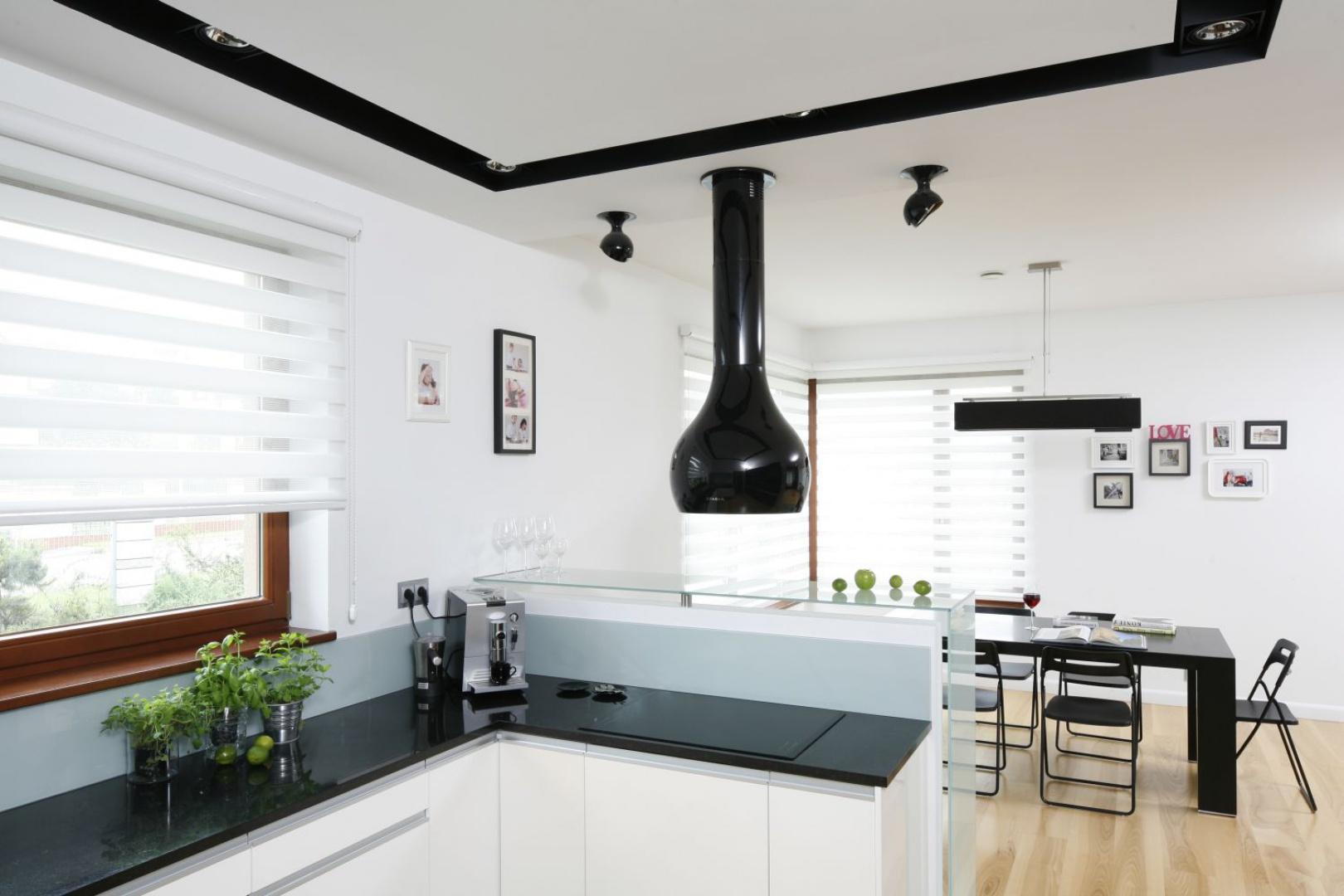 Biała kuchnia z ciemnym blatem Tak urządzisz ją z projektantem  Galeria  D   -> Biala Kuchnia Czarny Blat