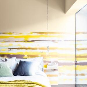 Pomalowane ściany nie muszą być monotonne. Wystarczy odrobinę inwencji twórczej, pędzel, puszka farby i możemy stworzyć na ścianie absolutnie niepowtarzalny wzór. Fot. Dulux.