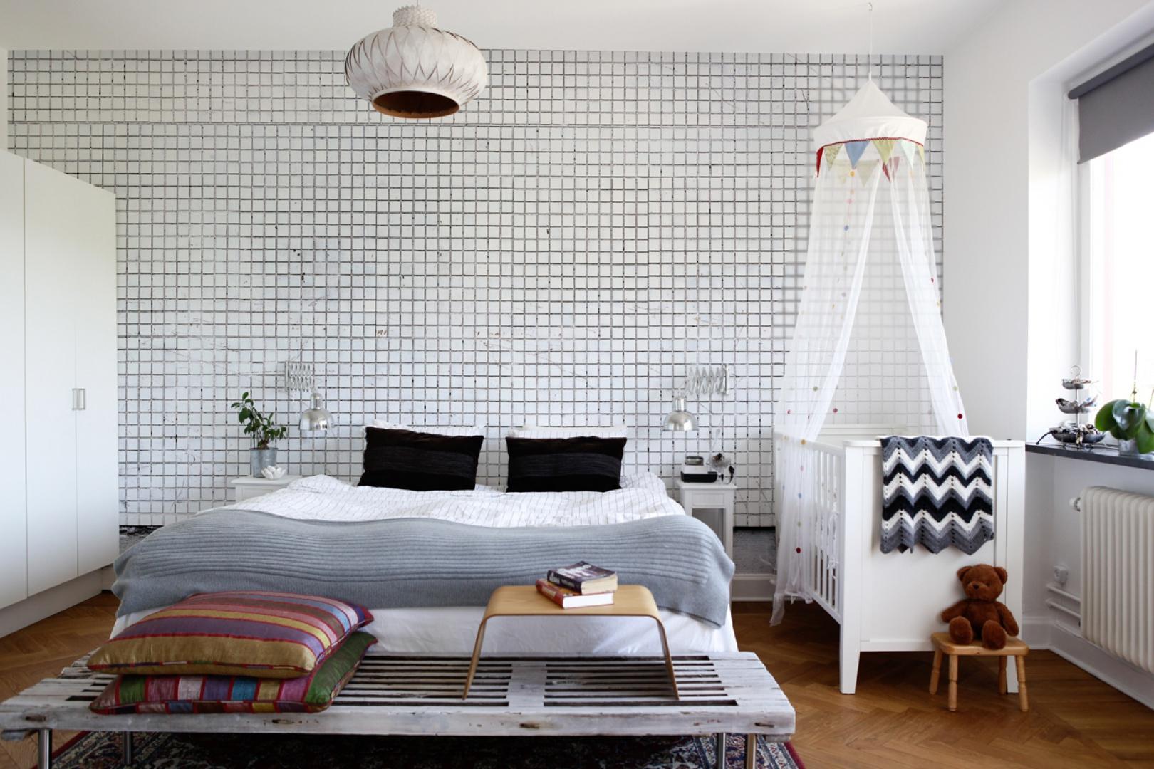 Tapeta nadaje wnętrzu charakter. To doskonały sposób, jeśli chcesz by twoja sypialnia była inna niż wszystkie. Fot. Mr Perswall.
