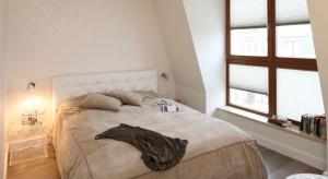 Cenisz klimatyczne i intymne wnętrza? Nie masz pomysłu na aranżację swojej sypialni? Zobacz jakie meble i dodatki wybrać, aby twoja sypialnia nabrała ciepłai przytulności.