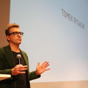 Oprócz paneli dyskusyjnych, na Forum można będzie posłuchać ciekawych case study. W ubiegłym roku wykład wygłosił Tomek Rygalik. Fot. Bartosz Jarosz.