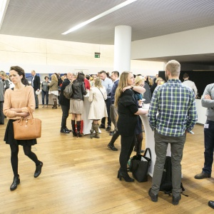 Forum Dobrego Designu to także doskonała okazja do odbycia wielu ciekawych rozmów w kuluarach i nawiązaniu kontaktów. Fot. Bartosz Jarosz.