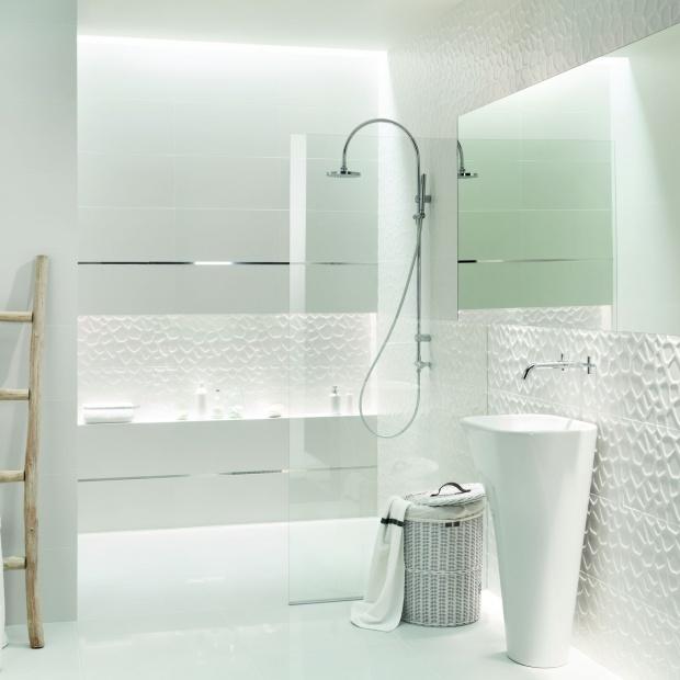 Białe płytki – 12 modnych kolekcji do łazienki