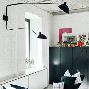 Oryginalnym elementem wystroju wnętrza, który przyciąga uwagę jest hamak w kąciku wypoczynkowym. Projekt: Crosby Studios. Fot. Evgeny Evgrafov.