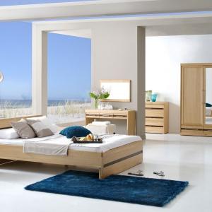 Sypialnia Volare marki Meble Matkowski w połączeniu z białymi ścianami, to dobre uzupełnienie sypialni w skandynawskim stylu. Fot. Meble Matkowski.