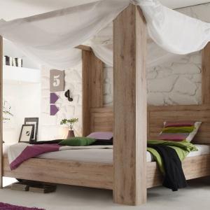 Kolekcja do sypialni Himmelbett Livingston. Łóżko z baldachimem sprawia, że sypialnia staje się wyjątkowa. Sprawdzi się nie tylko w sypialni stylizowanej na pałacową lub dworkową. To doskonały pomysł na mebel również do wnętrz minimalistycznych i nowoczesnych. Fot. Delife.