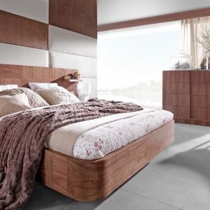 Sypialnia Ovo jest dostępna w szerokiej gamie kolorystycznej w lakierach matowych i okleinie orzecha amerykańskiego. Fot. TC Meble.