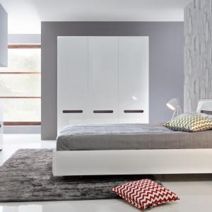 Kolekcja Azteca pozwala na stworzenie wnętrza o minimalistycznym designie. Połyskująca biel, dekor w naturalnej kolorystyce, praktyczne rozwiązania i oryginalne detale to wyróżniki tej propozycji. Fot. Black Red White.
