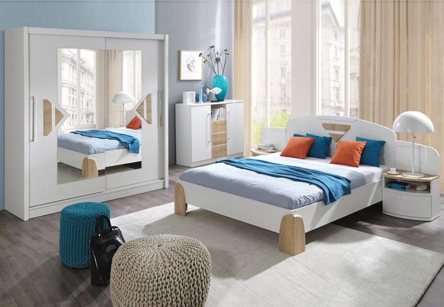 Sypialnia Notte to ciekawe połączeni bieli w połysku oraz drewna. Aranżację urozmaicają kolorowe wstawki w kolorze miodowym. Fot. Fadome